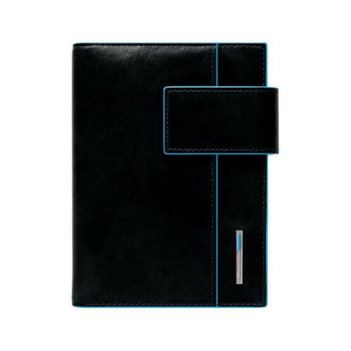 Piquadro BLUE SQUARE JUNIOR, AG1077B2 in de kleur N nero 8024671032650
